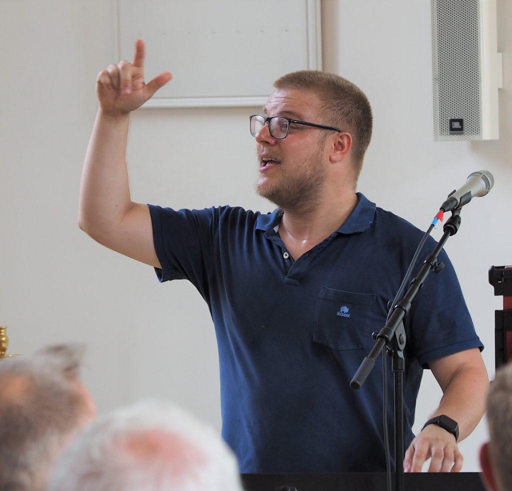 Simon Jansfort korleder og pianist i A'Town Gospel